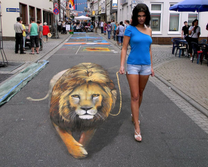 A-Woman-and-Her-Pet-Lion-Optical-Illusion